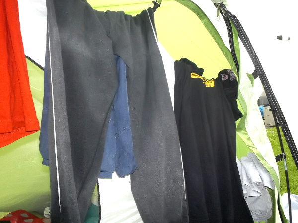 Überleben Outdoor - Nasse Kleidung im Zelt trocknen