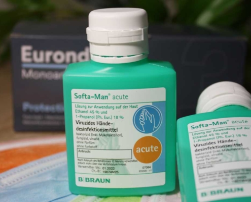 Virenschutz Maske und Desinfektionsmittel für Hände